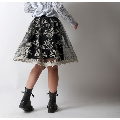 Short pleated skirt in black tulle with white lacy embroidery