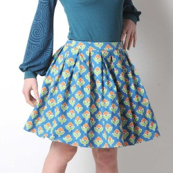 Short pleated skirt in vintage floral cotton