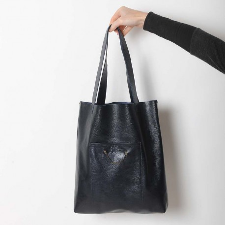 Midnight blue varnished leather shopping tote bag, with two pockets