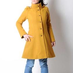 Manteau original de créateur original femme d'hiver à Capuche de Lutin en laine jaune moutarde