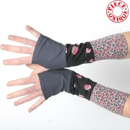 idée cadeau pour femme Mitaines grises et noires fleuries en patchwork de jersey
