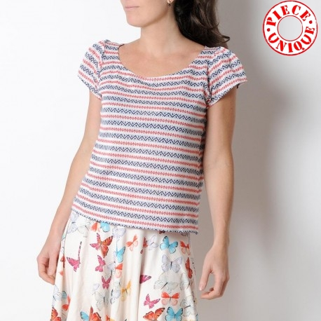 Short sleeved womens top, white red navy knit