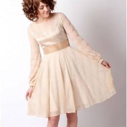 Robe maille dentelle beige à manches longues et empiècement décolleté