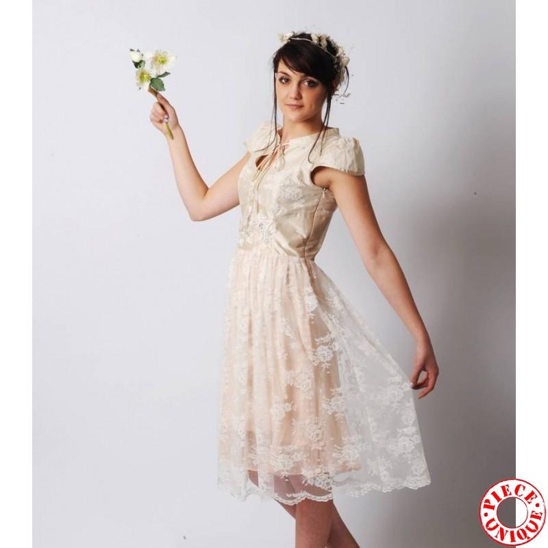 ... de mariée originales > Robe de mariée ivoire en soie et dentelle