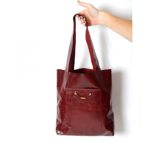 Sac shopping cabas made in france en cuir bordeaux vernis, deux poches