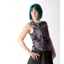Sleeveless wide top, in supple grey voile with purple bird print