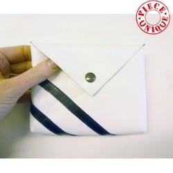 Petite pochette ou porte-monnaie en cuir blanc rayures bleu marine